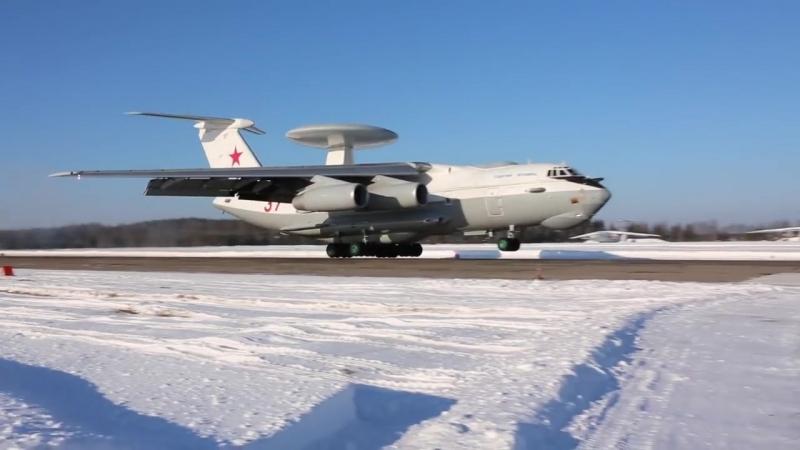 Otrabotka navedeniia na celi ekipazhami samoletov A 50U VKS RF
