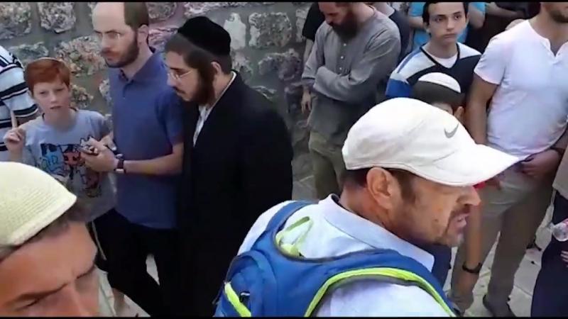 Des affrontements éclatent alors que des fidèles juifs se rassemblent près d'Al Aqsa