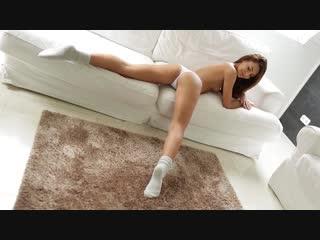 Alexis Brill в трусиках и носочках (Home girl)
