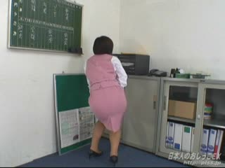 (PISS.JP) Japanese OL, wetting in the office (2)