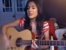 Девушка очень красиво поёт и играет на гитаре *)