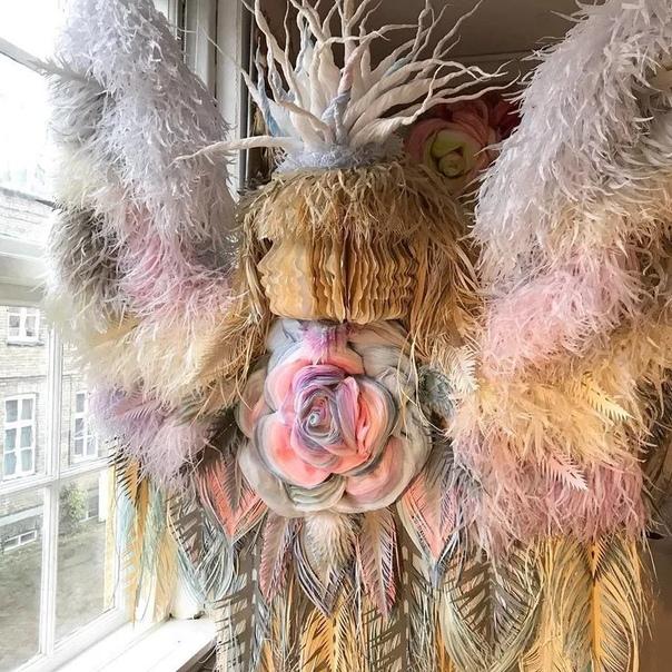 Бумажные цветы Марианны Эриксен Скотт-Хансен. Художница из Копенгагена не считает листы бумаги или количество часов, которые она тратит на свои крупномасштабные проекты. Марианна предпочитает