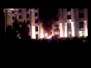 В Харькове загорелась ОГА через взрыв светошумовых гранат