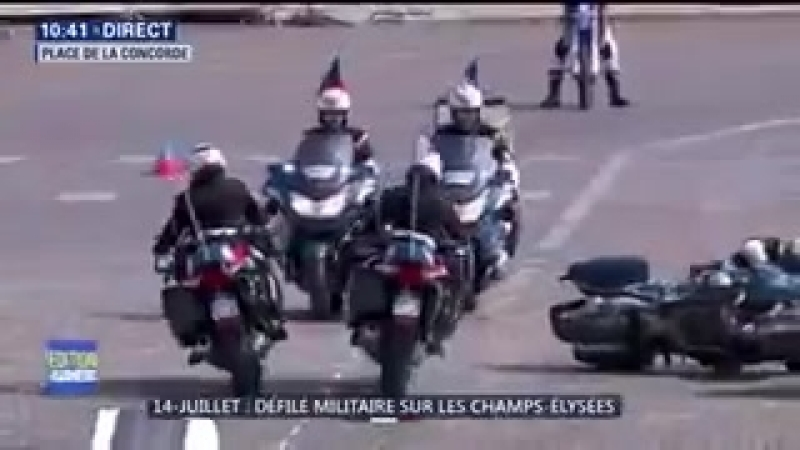 В Франции во время парада столкнулись мотоциклисты