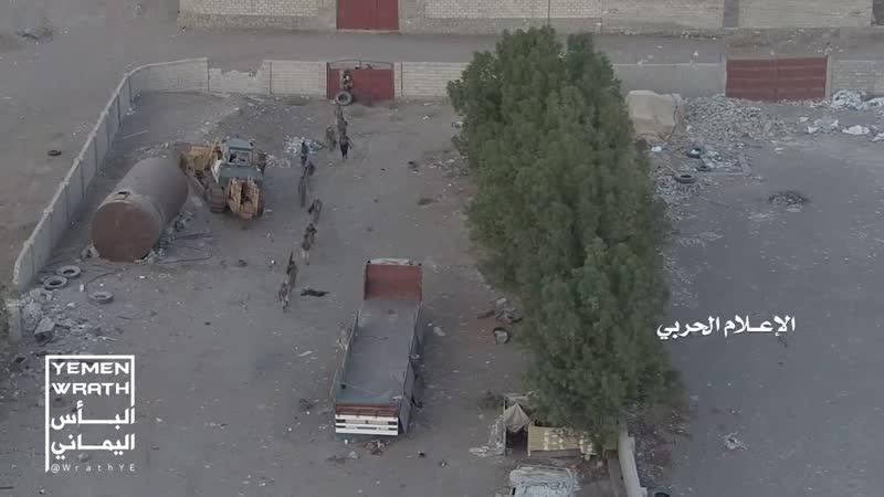 Йеменские хуситы опубликовали видео подрыва взрывчатки во время продвижения коалиции в р-не н.п. Ходейда, в результате чего, был