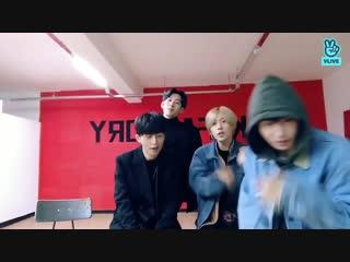 Seunghoon indulgently watching his kids being their weird selves - - 느와르 noir