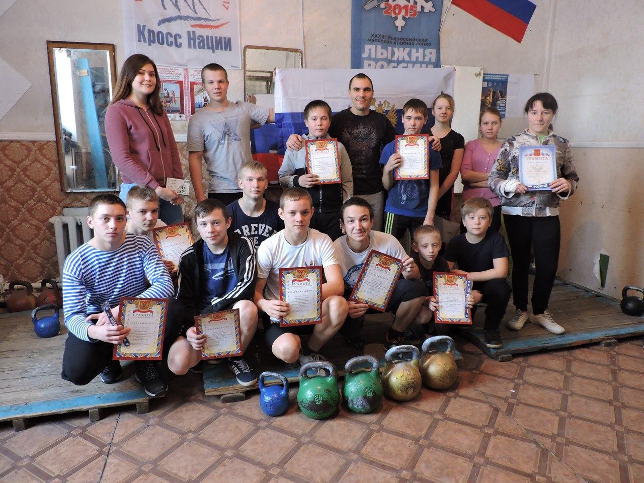 Школьники Лебяжьевского района померились силами в соревнованиях по гиревому спорту