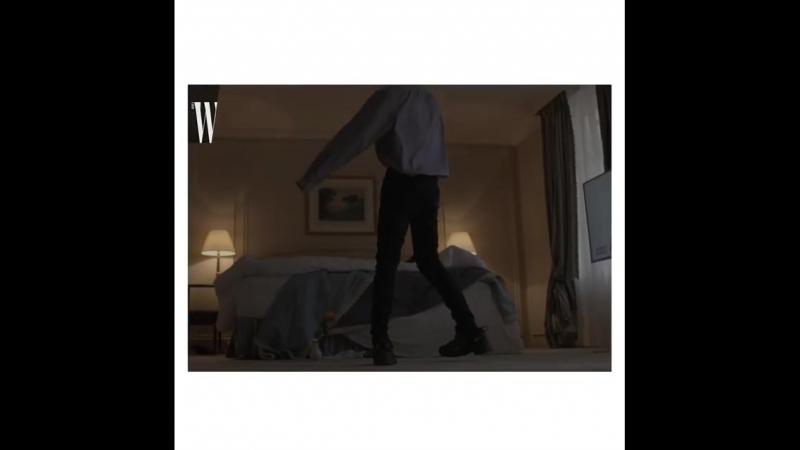 """W Korea """"Wexclusive 구찌의 첫 번째 파리 쇼. 2019 ss 쇼가 열린 'Le Palace' 극장으로 향하는 엑소 카이. 호텔에서 쇼장까지의 모습을 더블유 단독으로 공개합니"""
