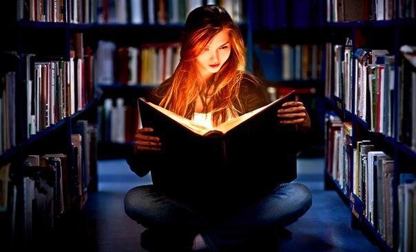 Картинки по запросу девушка с книгой в руках