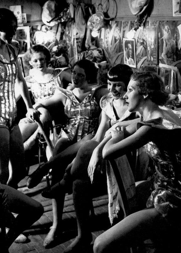 Capri anderson lesbian scene