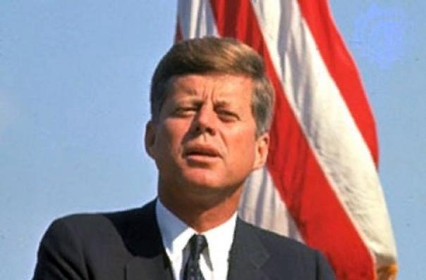 Джон Кеннеди Джон Фицджеральд Кеннеди 35-й президент США. Несмотря на то, что на этом посту он принял несколько важных решений, в сознании большинства людей, особенно за пределами Соединенных