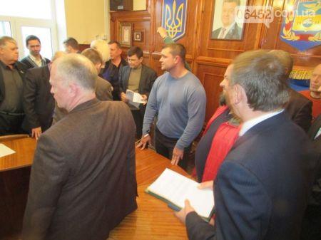 На Луганщине решили увеличить бюджет, сократив чиновников