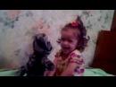 Маленькая девочка и говорящая кошка  A little girl and a talking cat