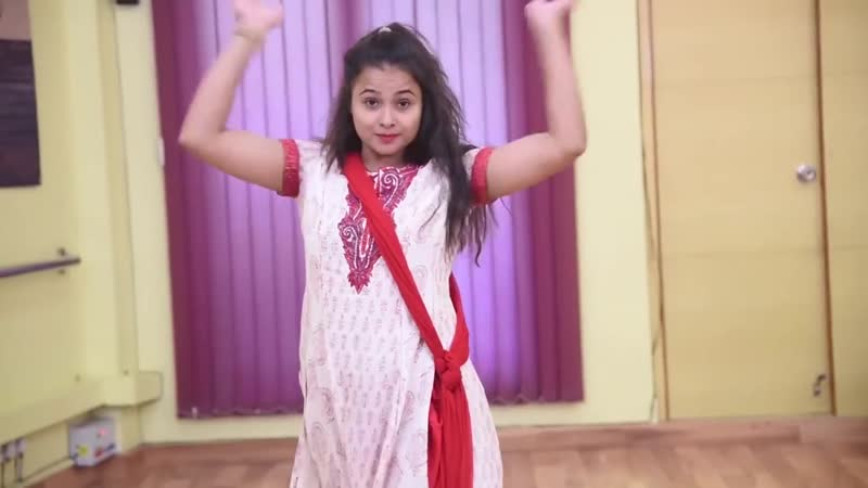 Cham cham - Indian Girl Dance video