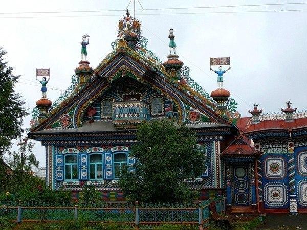 Этот удивительный дом построен кузнецом Кирилловым в селе Кунара Свердловской об...