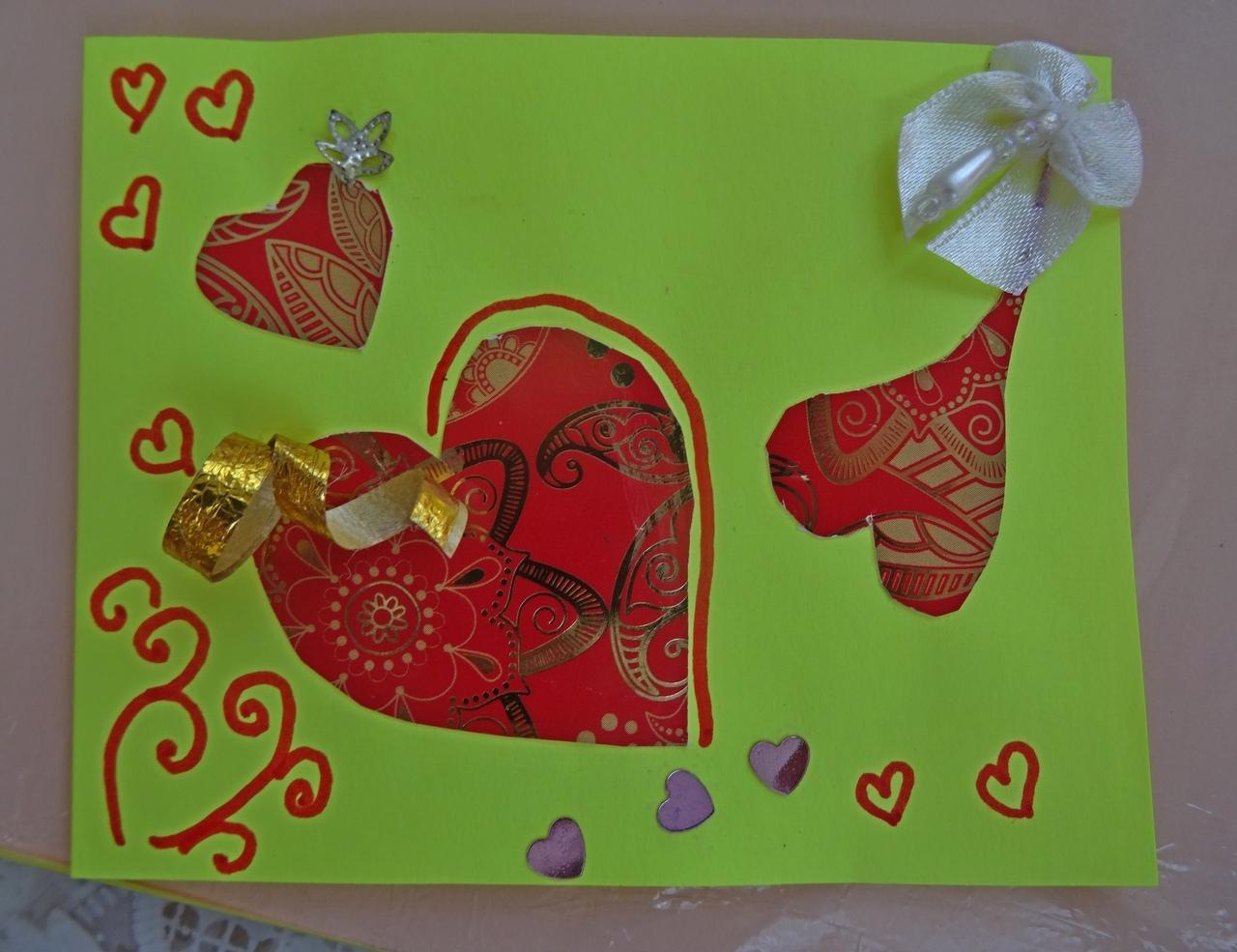 Пенсионеры сделали «открытку с любовью» в парке «Березовая роща»