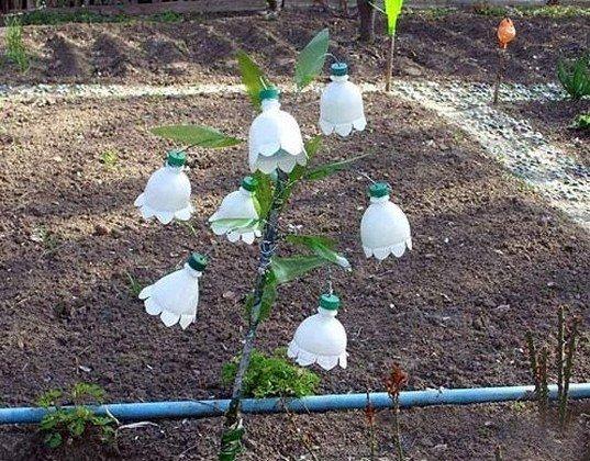 Украшение для сада из пластиковых бутылок своими руками