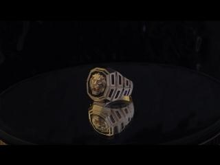 Золотая печатка  Лев  . Декор - чёрный родий .
