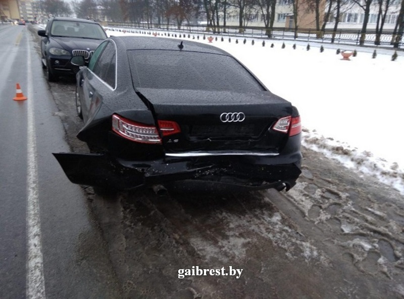 В Пинском районе уснувший водитель столкнулся с автомобилем. Пострадал 14-летний подросток