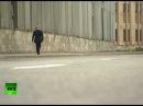 Путин один гуляет по кондрашке на набережке в СПБ, всех убрали с улиц, сотни снайперов сидят на крышах домов.