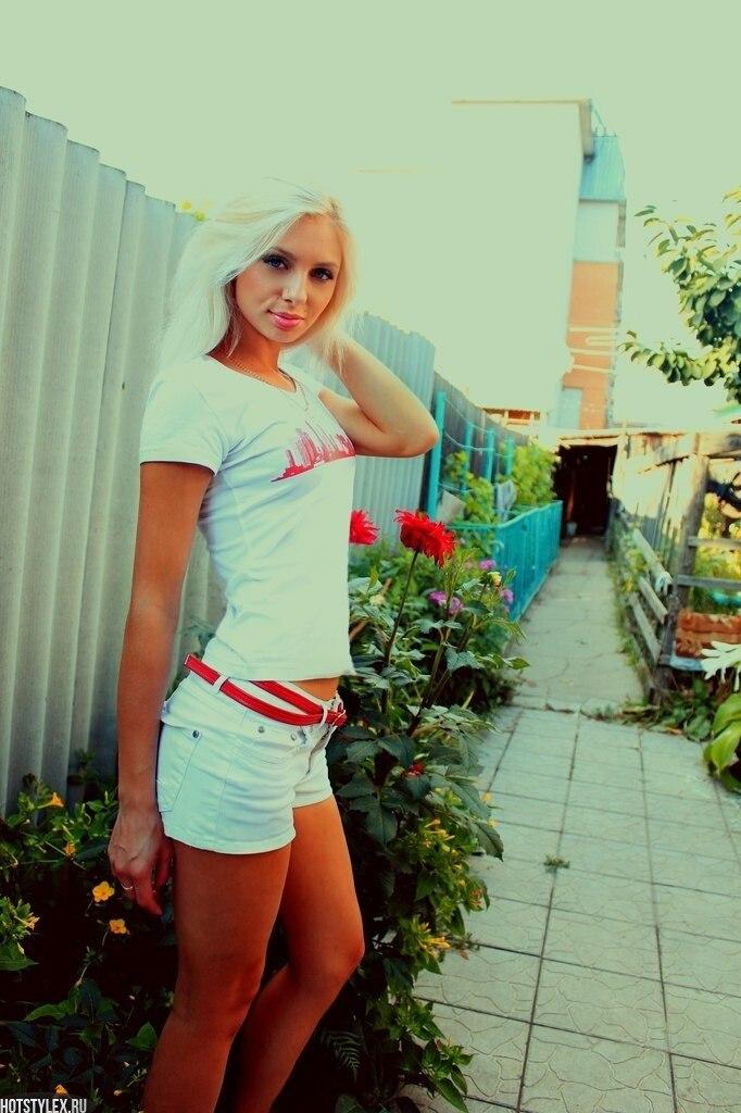 красивые девушки фото в позе