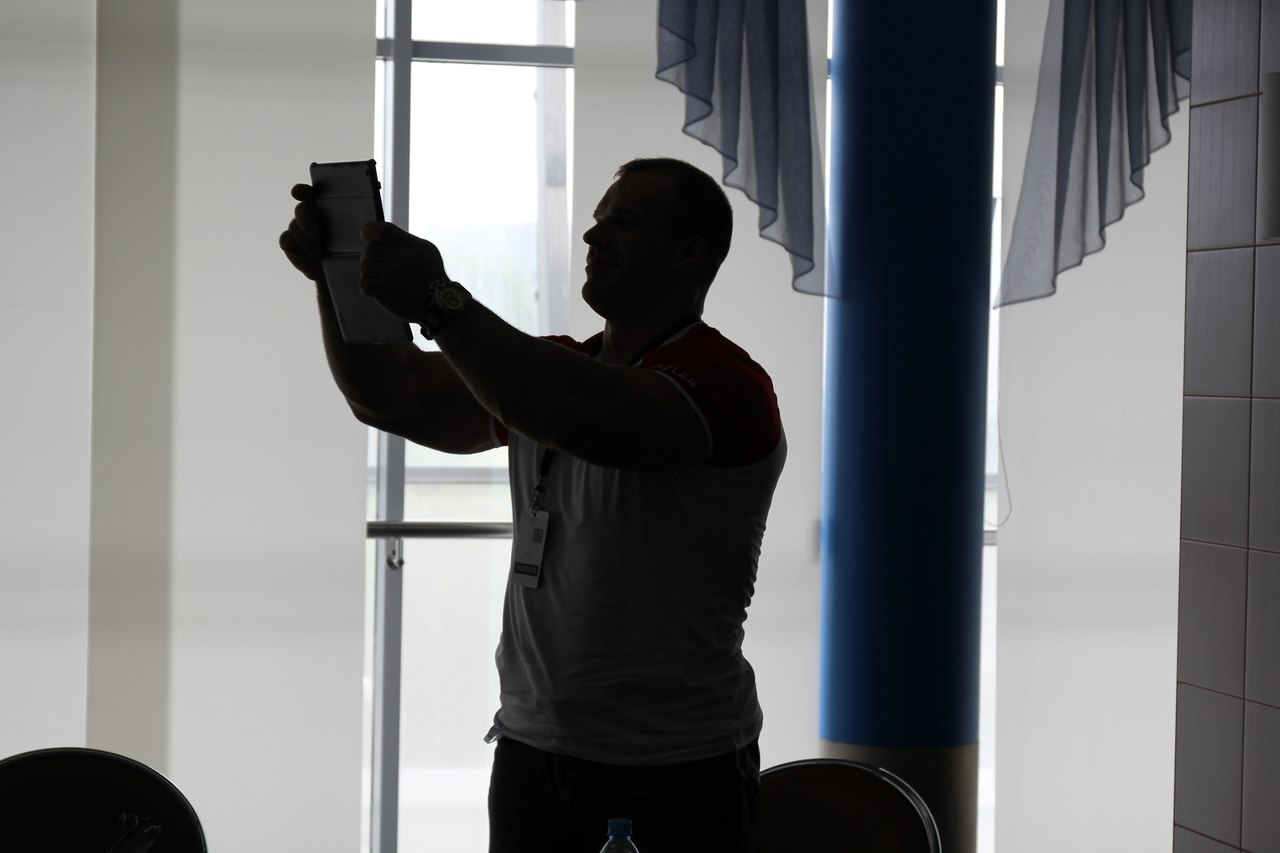 Denis Cyplenkov making photos to the american friends before A1 Russian Open 2014 │ Photo Source: RUSARM.pro