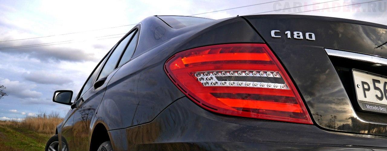 Раскаченные плечи ни чуть не хуже, чем у Lexus IS.