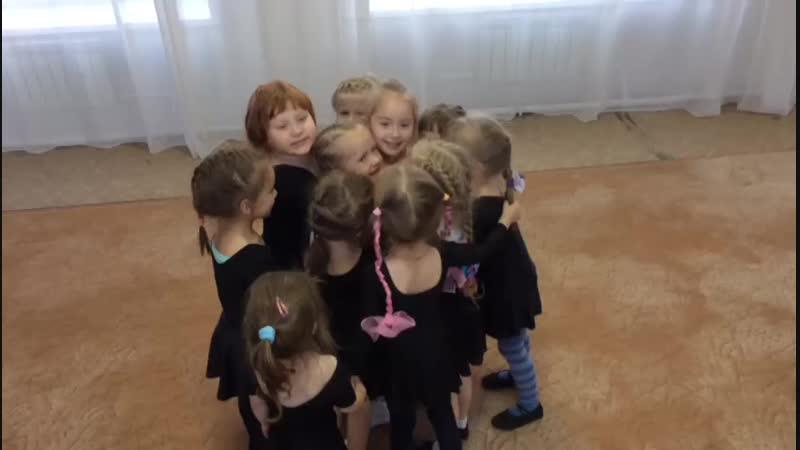 Детский сад 42. Панченко Кристина Павловна. Очень дружные детки,в этом раз поздравили