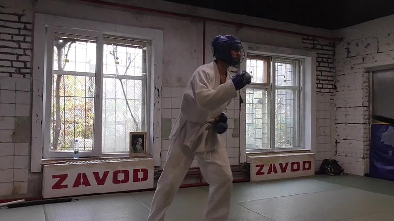 Тренировка по прикладной технике рукопашного боя, спарринги палка - нож, нож - нож.