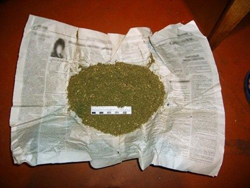 Под Таганрогом сотрудники полиции задержали сельчанина со свертком марихуаны