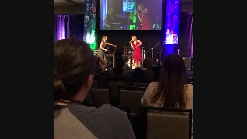 Тиера и Роуз на конвенции Creation в Бербанке (10/11/18)
