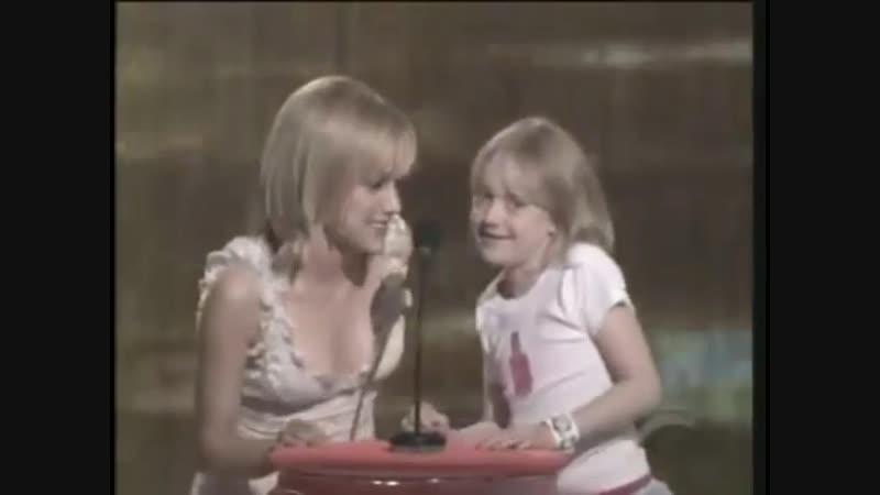Бриттани Мерфи и Дакота Фаннинг на Teen Choice Awards (2003)