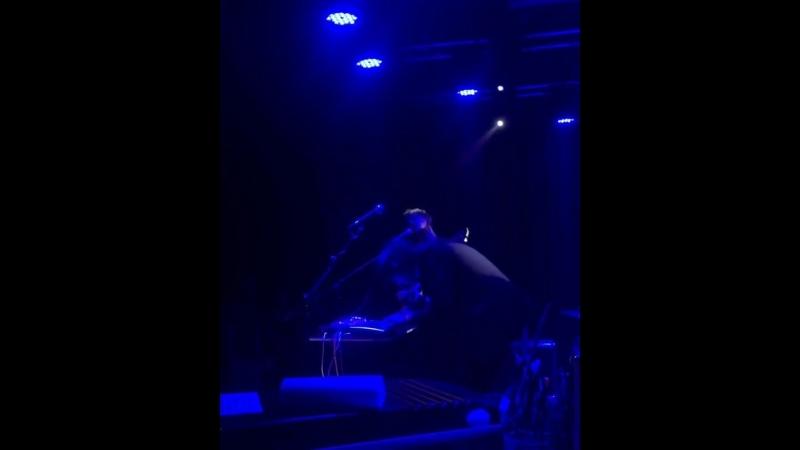 Фрэнк играет с группой Olmo в Берлине