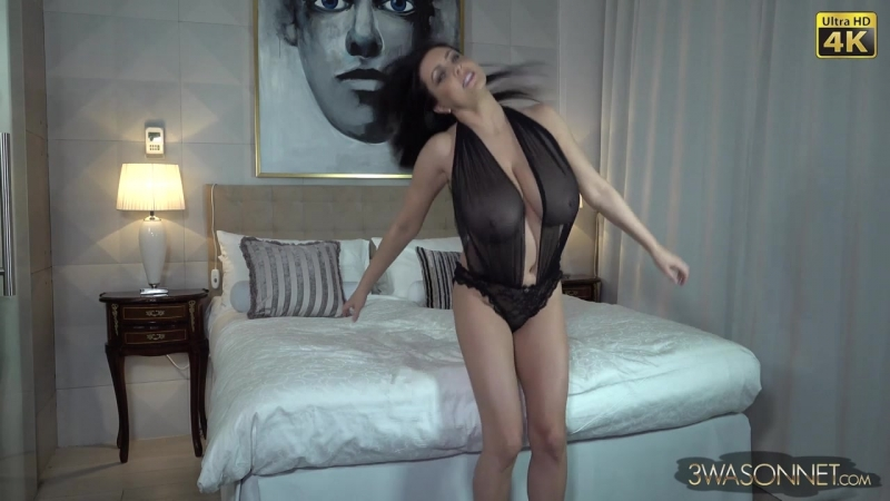 Ewa Sonnet - Large Bed Edge Play free Mobile HD Porn Video - SpankBang.mp4