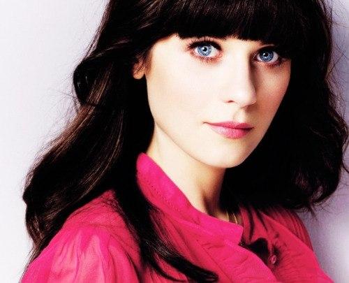 Девушки с голубыми глазами и черными волосами