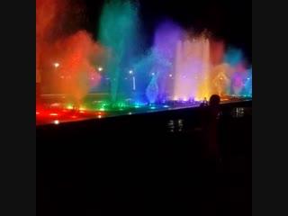 Новый свето-музыкальный фонтан на Имеретинской набережной Сочи, открытый осенью этого года.