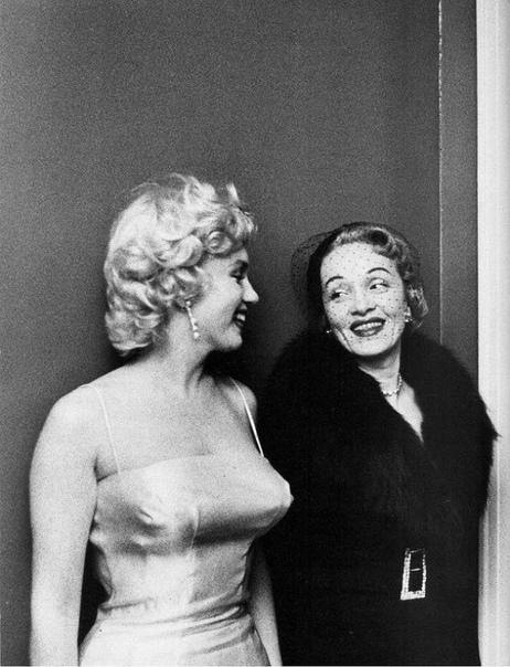 Фото двух див  Мэрилин Монро и Марлен Дитрих, 1955 год.