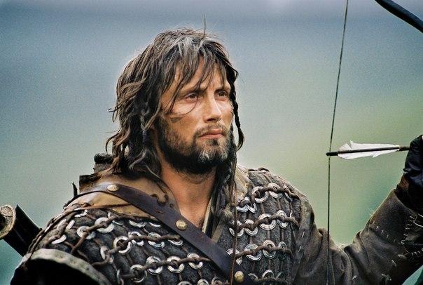 """Чего на самом деле хотят женщины? Однажды короля Артура поймал другой царь и посадил в тюрьму. Потом он его пожалел и сказал, что отпустит его, если тот ответит на один очень сложный вопрос. Королю Артуру давался год, чтобы найти ответ. Если он не сможет ответить, то будет казнён. Вопрос был: """"Чего на самом деле хотят женщины?"""" Король Артур опрашивал всю женскую половину своего королевства в течение года, и никто не дал ему ответа. Наконец, ему сказали, что одна старая ведьма может…"""