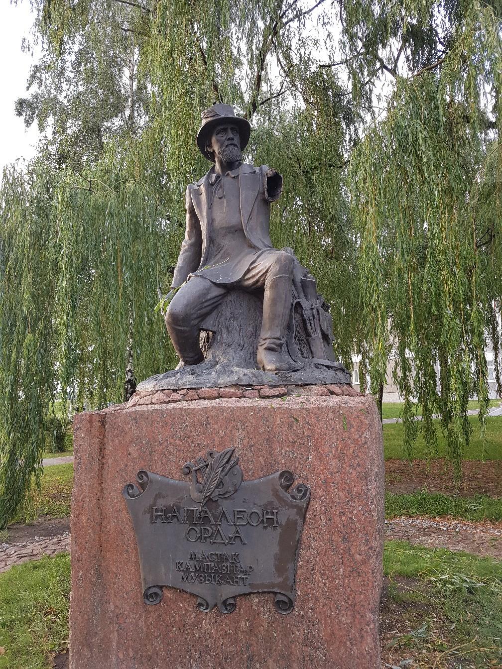 В Иваново ветер оторвал руку у памятника Наполеону Орда
