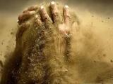 Время - это песок. Жизнь - это вода. Слова - это ветер. Осторожнее с этими компонентами. Чтобы не получилась грязь.