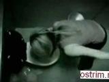 Пьяная девушка купается в унитазе !