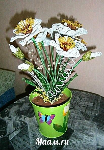 Нежные весенние цветы. Свои работы из бисера представляет воспитатель Анастасия Капитонова…. (1 фото) - картинка