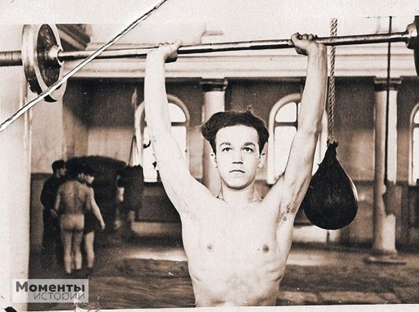 Иосиф Кобзон  чемпион Днепропетровска и области по боксу среди юношей, 1954 год.