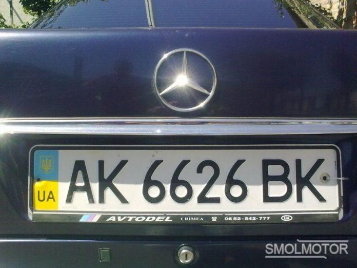 В Донецке проводят проверку машин с украинскими номерами