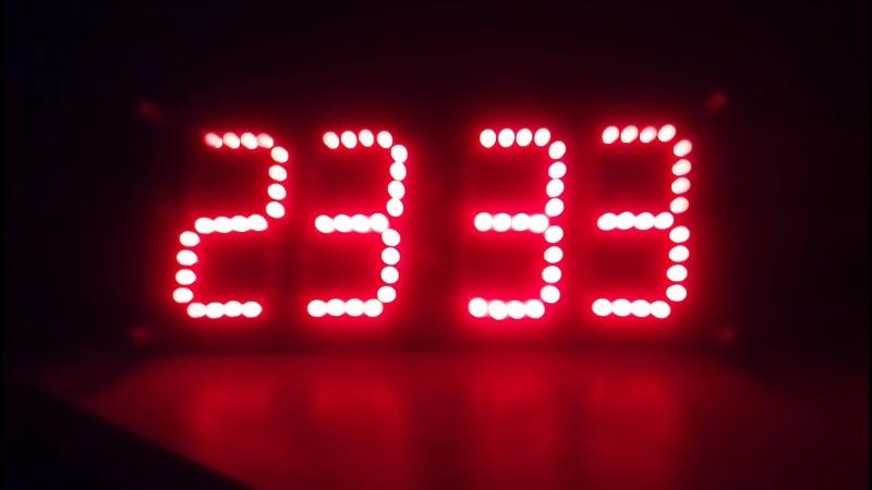 Работа собранных светодиодных часов на 176-ой серии микросхем