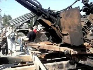 24 августа 2014 г. На центральной площади Донецка сторонники ДНР выставили технику сил АТО - 3 ч.