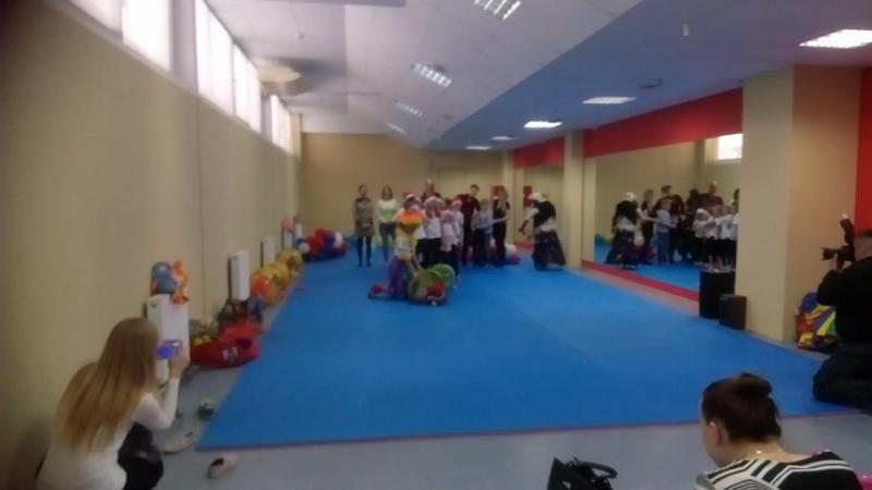 Новогодний праздник в Олимпия-Фит Клоун Клепа и Баба Яга зажигают!