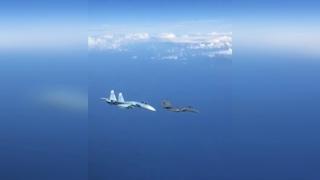 Российский Су-27 жестко отогнал истребитель НАТО