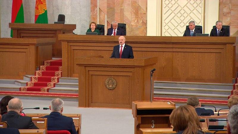 Лукашенко о возможности изменения Конституции нам сейчас не до референдумов