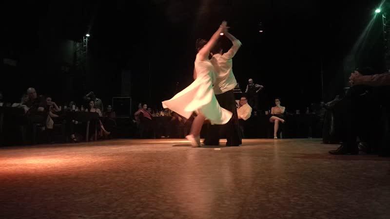 Compania de tango Besos Tintos